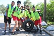 Kevin Garcia/ The Minaret Students from various clubs volunteer at a Hillsborough river clean-up on Sat, Sept 17.
